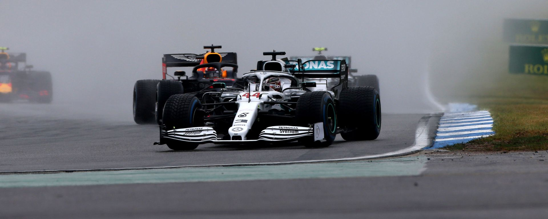 Hamilton (Mercedes) su pista bagnata in Germania