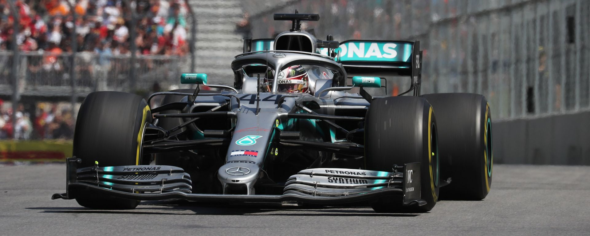 """Hamilton vince grazie agli steward: """"Ho evitato io il contatto"""""""