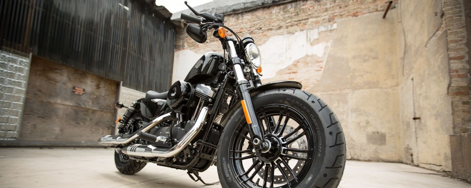 Harley-Davidson Dark Custom Tour