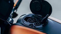 Harley-Davidson LiveWire 2019: il tappo benzina nasconde la presa per la ricarica