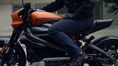 Harley Davidson Livewire: dettaglio dell'altezza pedane