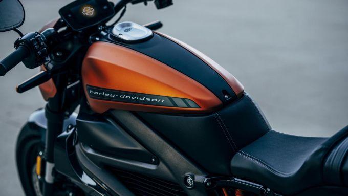 Harley-Davidson LiveWire: un dettaglio del finto serbatoio e del cruscotto