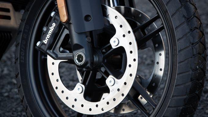 Harley-Davidson Pan America, i dischi freno anteriori sono da 320 mm
