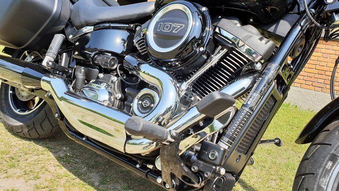 Harley Davidson Sport Glide: dettaglio della pedana