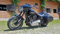 Harley Davidson Sport Glide: vista 3/4 anteriore