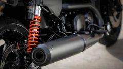 Harley-Davidson Street Rod 750, scarico laterale