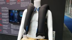 Held Gilet eVest Clip-in con airbag a Eicma 2019. Video