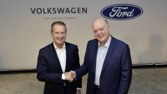 Herbert Diess (CEO Volkswagen) e Jim Hackett (presidente Ford)