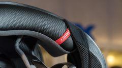 HJC RPHA11: dettaglio dei guanciali con sistema di sgancio rapido in caso d'emergenza