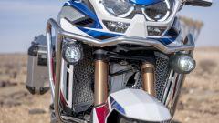 Honda Africa Twin Adventure Sports 2020: le protezioni con faretti supplementari