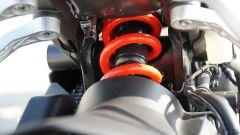 Honda CB 125R: il monoammortizzatore posteriore Showa
