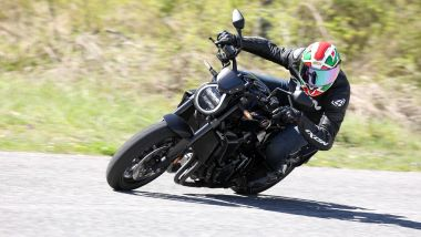 Honda CB1000R 2021: la Black Edition su strada