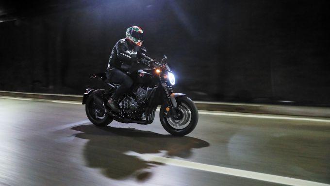 Honda CB1000R Black Edition 2021: bene anche in città, a Roma