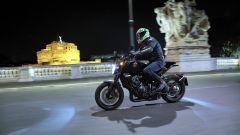 Honda CB1000R Black Edition 2021: Roma, Castel Sant'Angelo sullo sfondo