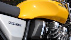 Honda CB1100 EX: dettaglio del fianchetto destro