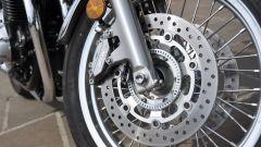 Honda CB1100 EX: dettaglio del freno anteriore dotato di ABS