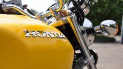 Honda CB1100 EX: dettaglio della scritta in rilievo sul serbatoio