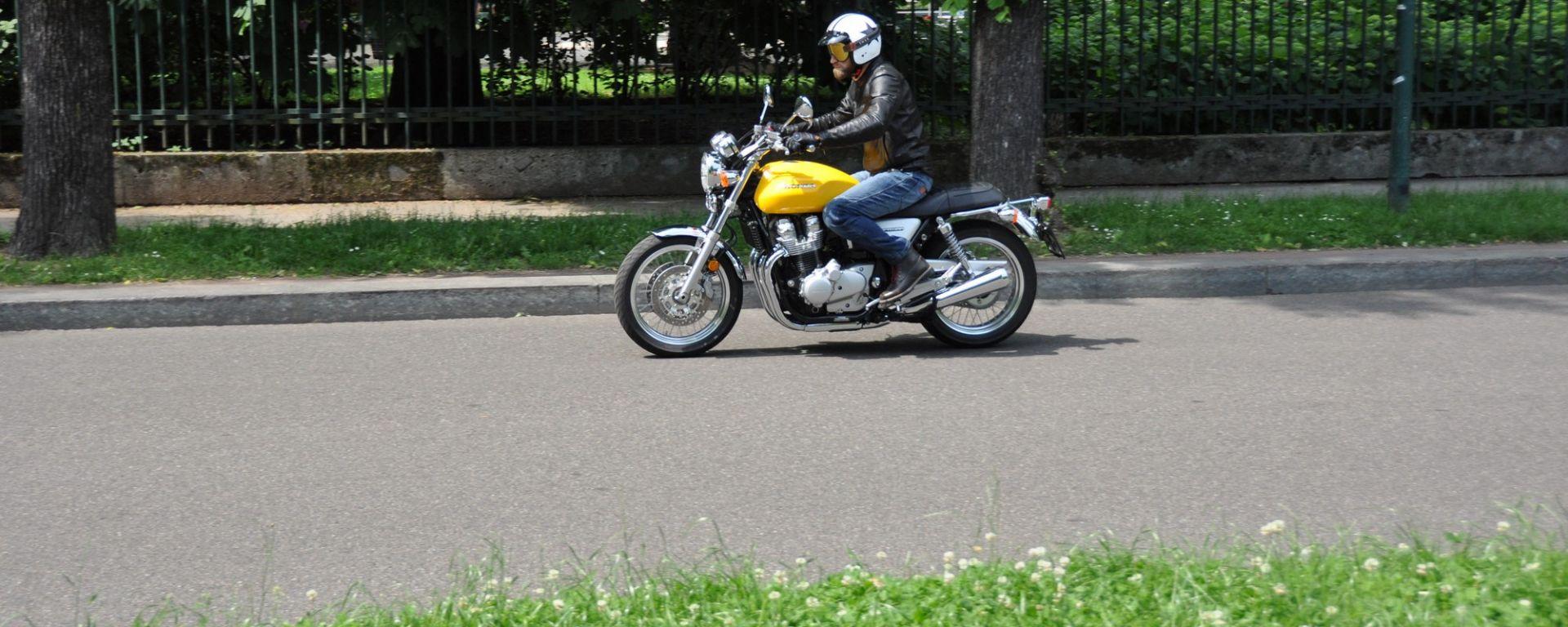 Honda CB1100 EX: prova su strada della maxi retrò
