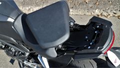Honda CB300R 2019: il vano sottosella