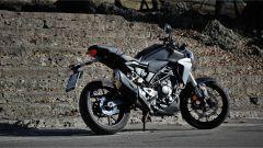Honda CB300R 2019: vista 3/4 posteriore