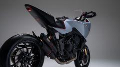 Honda CB4 X: visuale dal basso posteriore