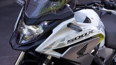 Honda CB500X 2019: dettaglio del faro anteriore