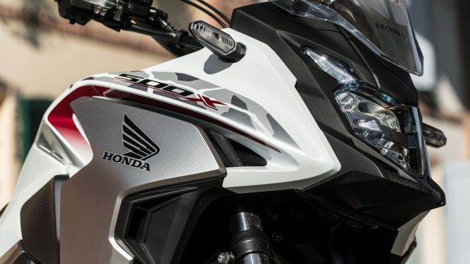 Honda CB500X 2021: le luci sono tutte a LED