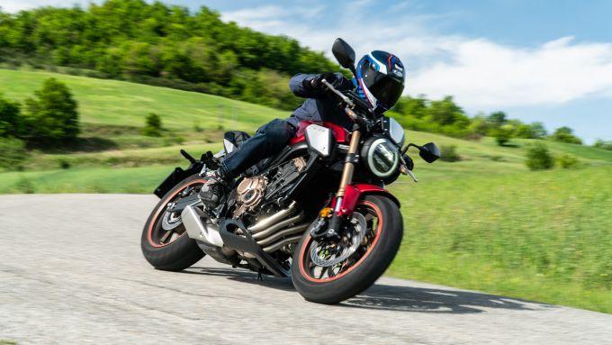 Honda CB650R 2021: facile fino a che non si spinge più forte