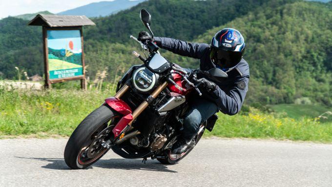 Honda CB650R 2021 in piega