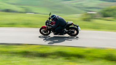 Honda CB650R 2021: la posizione è piuttosto sportiva, caricata in avanti