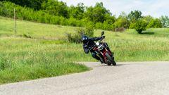 Honda CB650R 2021: si presta bene alla guida sportiva, anche per merito di una posizione caricata in avanti