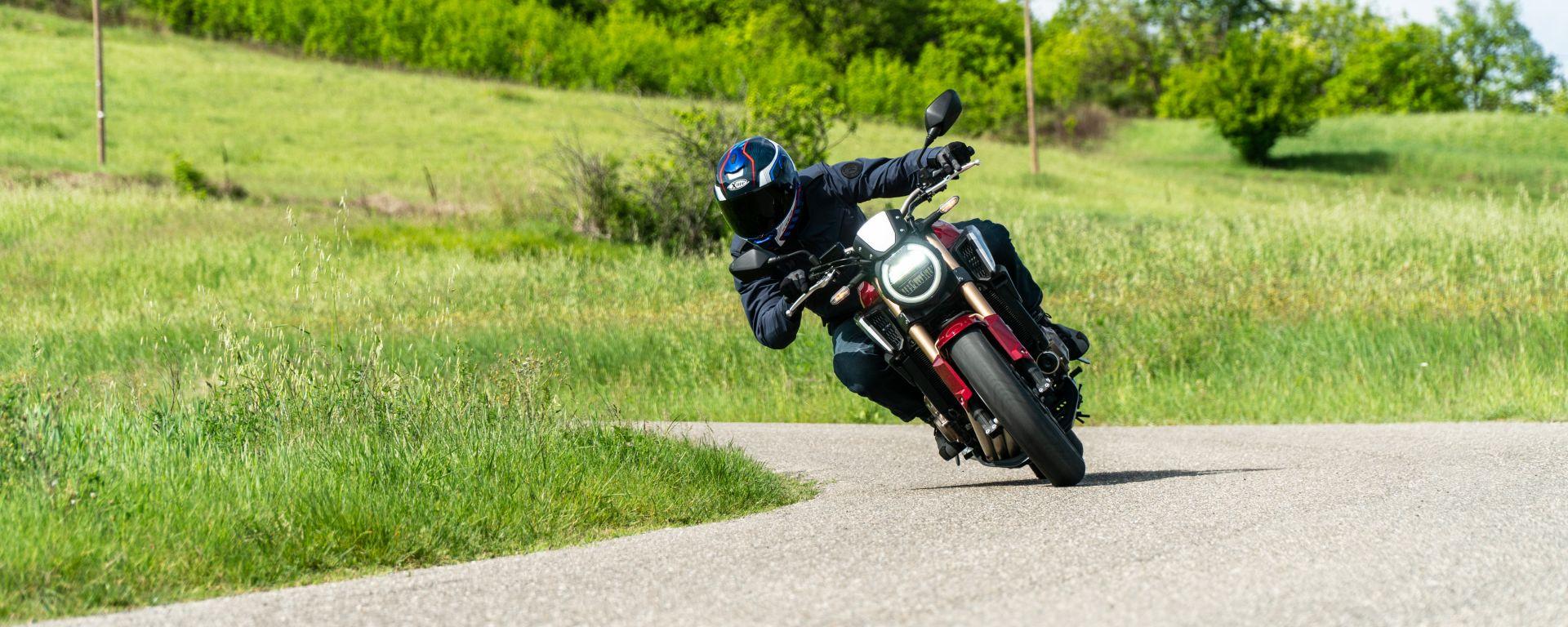 Honda CB650R 2021: stabile, ma non reattivissima