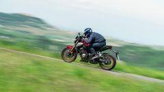 Honda CB650R: niente protezione aerodinamica e poche chance di arretrare sulla sella, un po' corta