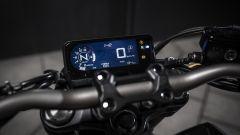 Honda CB650R: strumentazione LCD a retroilluminazione negativa
