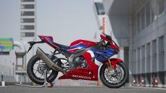 Honda CBR 1000 RR-R: un problema al motore ferma le consegne - Immagine: 5