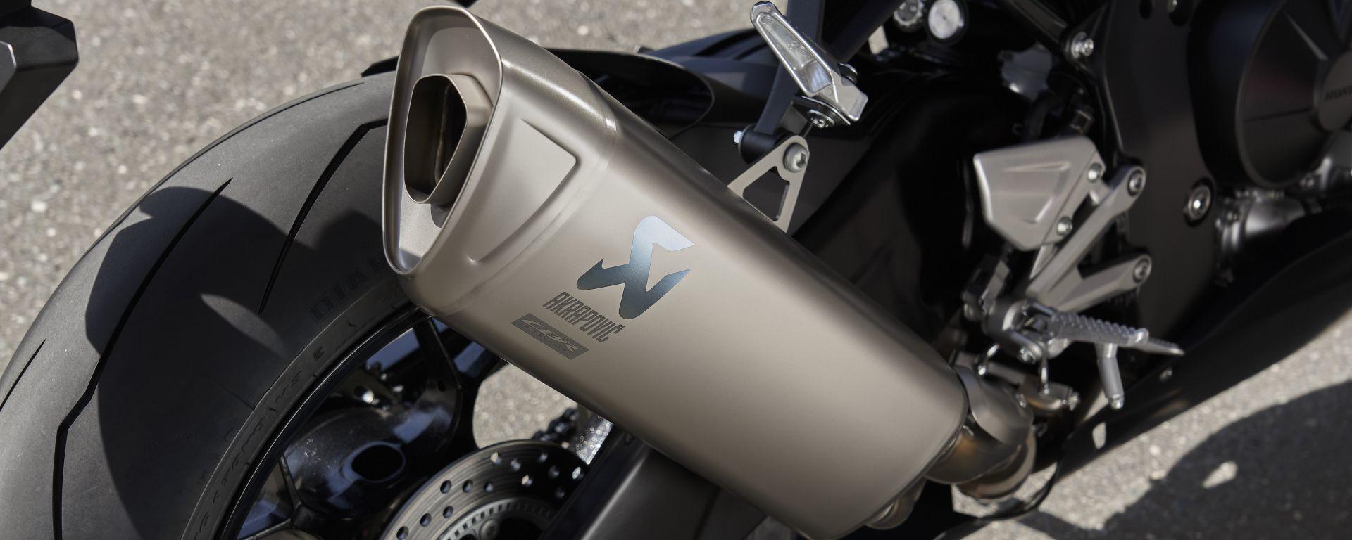 Honda CBR 1000 RR-R Fireblade 2020: lo scarico Akrapovic è una vera chicca