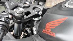 Honda CBR650F: dettaglio della piastra di sterzo alleggerita