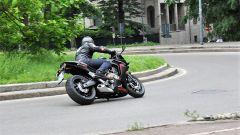Honda CBR650F ha il braccio destro del forcellone a boomerang