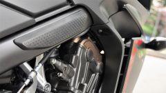 Honda CBR650F: i tamponi para calore in gomma sul telaio