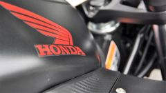 Honda CBR650F: il marchio sul serbatoio è protetto da trasparente