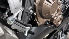 Honda CBR650F: la pedana ha un cuscinetto in gomma che aiuta a eliminare le vibrazioni
