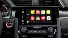 Honda Civic 5 porte 2017: dettaglio dell'infotainment con schermo touch da 7 pollici