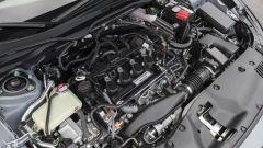 Honda Civic 5 porte 2017: il vano motore appare alquanto affollato