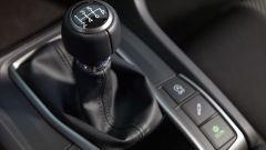 Honda Civic 5 porte 2017: la leva del cambio manuale