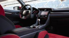 Honda Civic Type-R 2017: il cambio è un superbo manuale a 6 marce