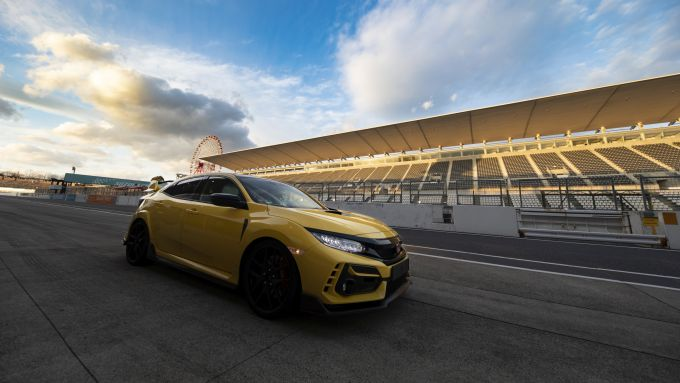 Honda Civic Type R Limited Edition: ferma ai box prima di partire