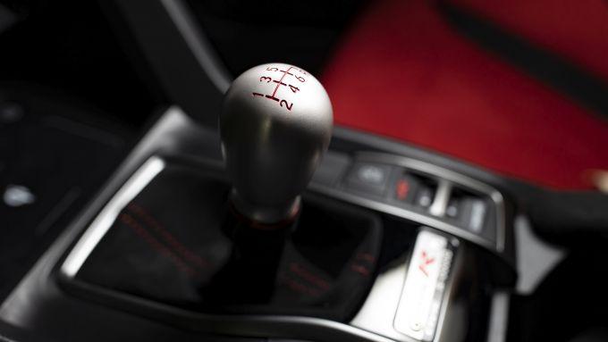 Honda Civic Type R Limited Edition: il pomello del cambio a goccia