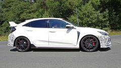 Honda Civic Type R, è già tempo di restyling. Le foto spia - Immagine: 2