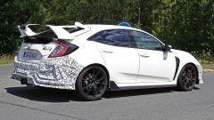 Honda Civic Type R, è già tempo di restyling. Le foto spia - Immagine: 4