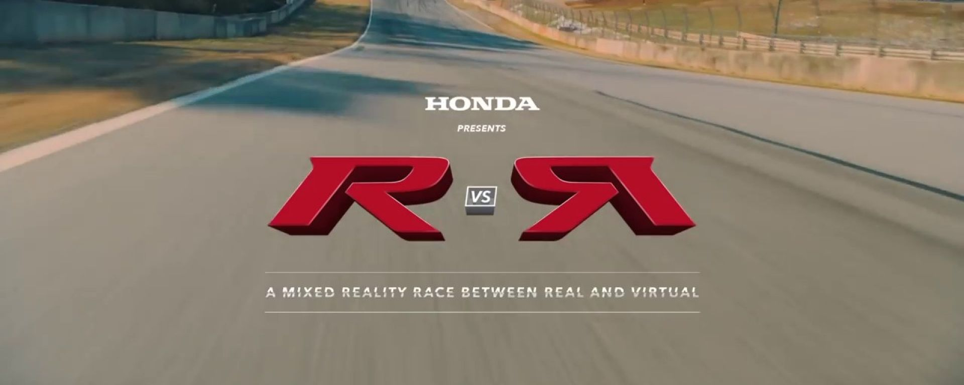 Honda Civic Type R: sfida tra pilota reale e videogiocatore